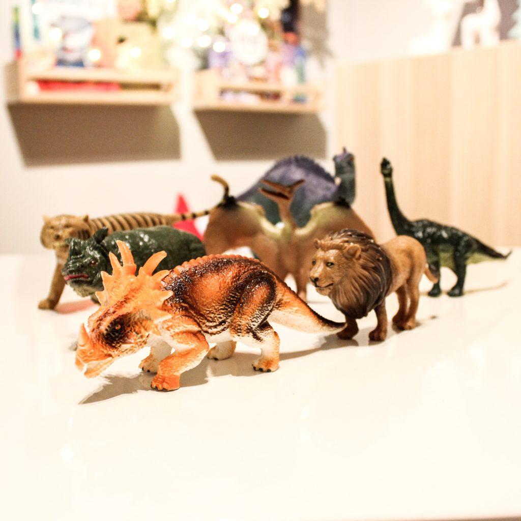 figurki zwierząt i dinozaurów